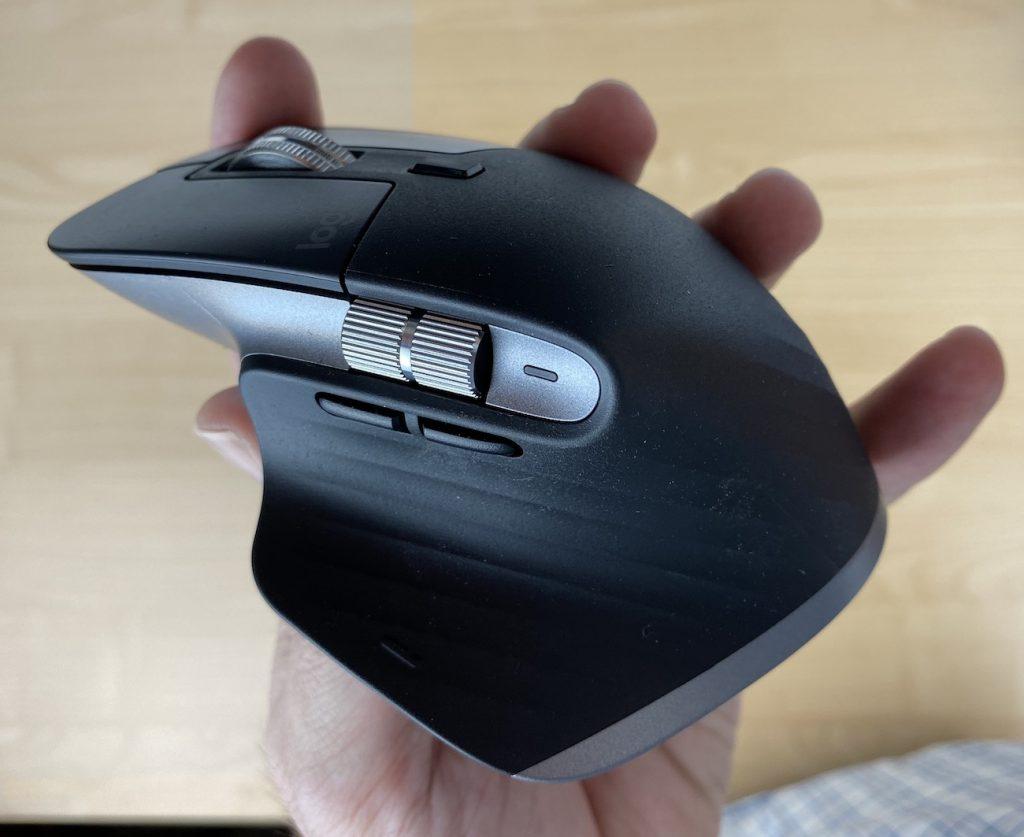 Viele Knöpfe, viele Optionen: Die MX Master 3 für Mac im Space-grau-Farbton.