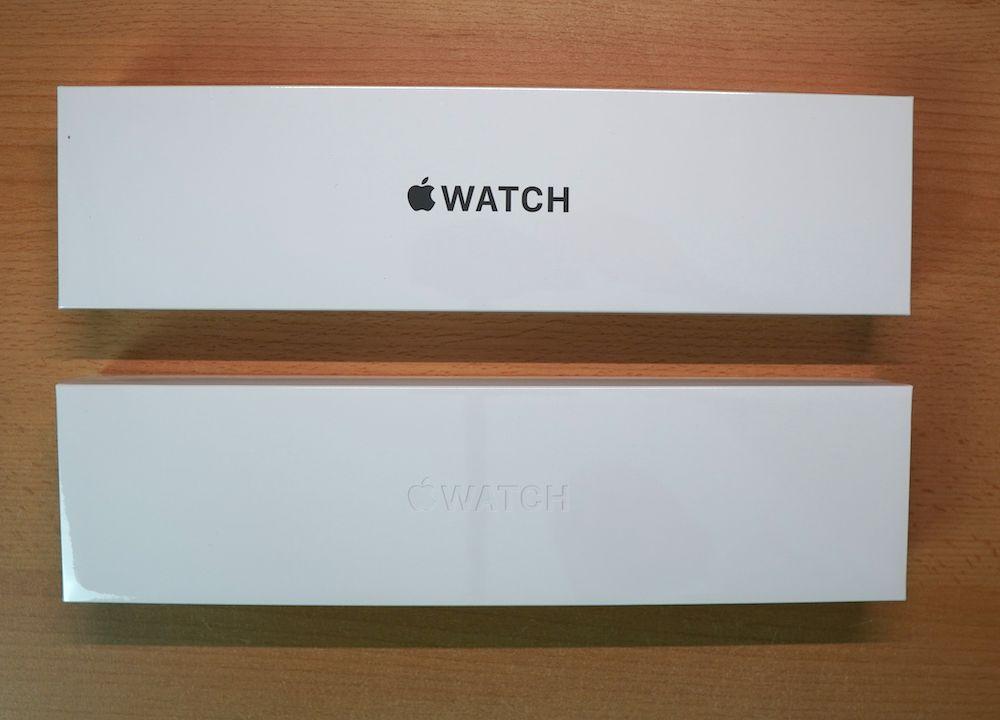 Die Verpackungen der Apple Watch SE (oben) und der Series 6 im Vergleich: Bei der SE ist der Schriftzug aufgedruckt, bei der Series 6 eingeprägt. Ansonsten gibt es keine Unterschiede.