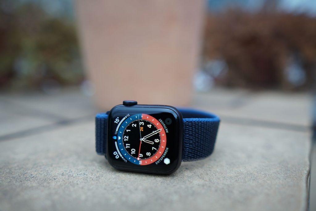 Vielseitig: Alle neuen Zifferblätter in watchOS 7 werden auch von der Apple Watch SE unterstützt.